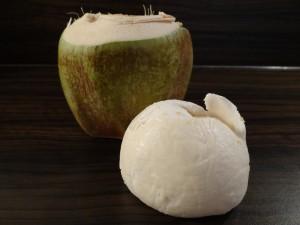 Wie öffne ich eine Kokosnuss?